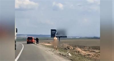 Голий кидався на машини: на трасі Київ-Чоп помітили дивного мандрівника