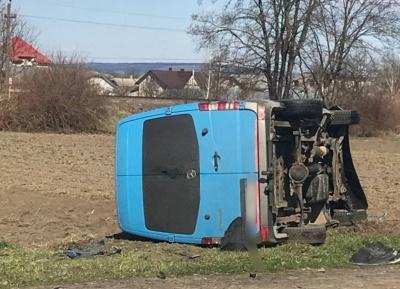 У ДТП в Мамаївцях перекинувся бус: кількість постраждалих зросла до 4-х