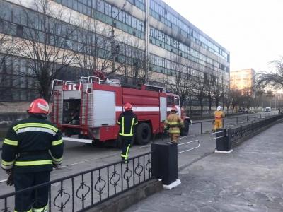 У поліції відреагували на пожежу на заводі «Розма» в Чернівцях