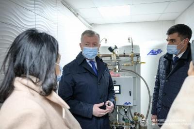 «Вже не треба підвозити балони»: у лікарні на Буковині запрацювала киснева станція - фото