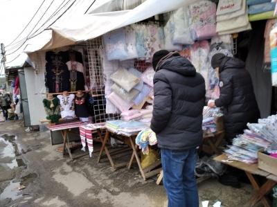 Працюють попри заборону:  на Калинівському ринку у «червоних» Чернівцях триває торгівля – фото