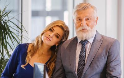 "Зірка серіалу ""Папік"" показала яскраве фото з ""дідом"""