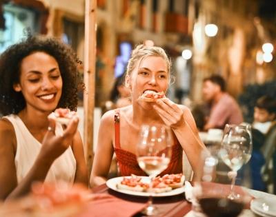 Вчені виявили зв'язок між швидкістю поглинання їжі і зайвою вагою у людей