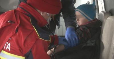 Семирічний хлопчик заблукав на болоті: його з братом заберуть від матері