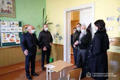 В школах на Путильщині побудують спортзали та придбають шкільний автобус