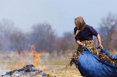 На Буковині за добу через спалювання сухої трави сталося 11 пожеж