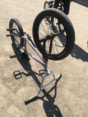 У Чернівцях поліція оштрафувала юнака на велосипеді, який спричинив аварійну ситуацію