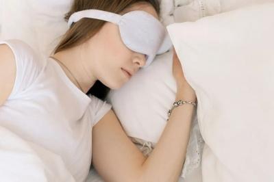 Як правильно спати, щоб не набирати зайву вагу
