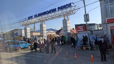 «Торгуємо на свій страх і ризик»: що відбувається на Калинівському ринку у «червоних» Чернівцях