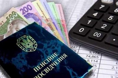 Пенсії по-новому: кому їх приносимуть додому