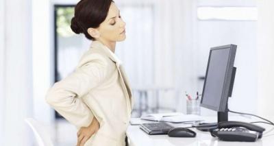 Прості способи зменшити біль в спині через сидячу роботу назвали фахівці