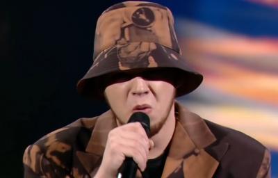 Блогер з Чернівців вразив глядачів своїм співом і пройшов у півфінал «Голосу країни» – відео