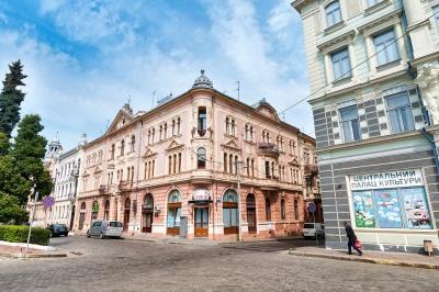 Коронавірус йде на спад: скільки нових випадків хвороби виявили сьогодні на Буковині