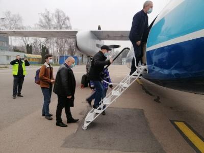Клічук із Крохмалем таки полетіли першим рейсом до Києва