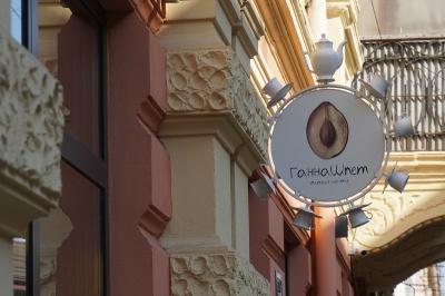 Ароматна кава, унікальна пряна слива і запашна випічка: чим приваблює чернівчан крамниця-кав'ярня «ГаннаШпет»?*