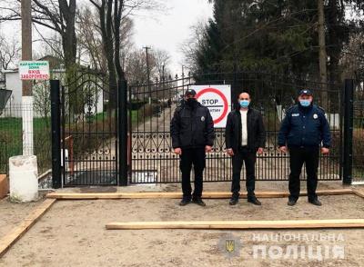 На Буковині поліція взяла під охорону зону спалаху АЧС