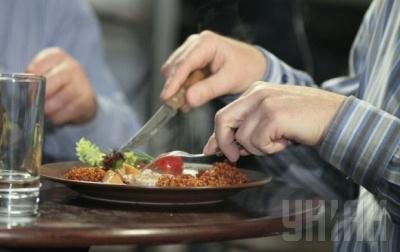 Науковці з'ясували, чому деякі люди постійно хочуть їсти