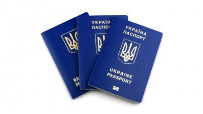 В Україні прирівняли е-паспорти до паперових: де ними можна скористатися