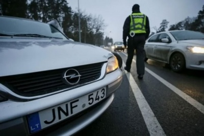Нардепи суттєво знизили штрафи за нерозмитнені «євробляхи»