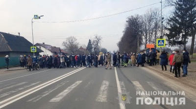 Жителі села на Буковині анонсували протести через погані дороги