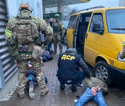 За неіснуючий борг відібрали авто: на Буковині затримали банду вимагачів