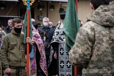 Буковина попрощалась із загиблим 24-річним бійцем Ярославом Карлійчуком – фото