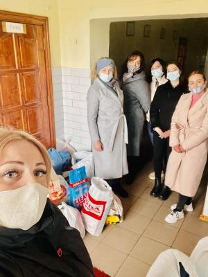 «Бачили б ви їхні щасливі очі»: в дитсадках Чернівців зібрали речі для дітей з будинку-інтернату – фото