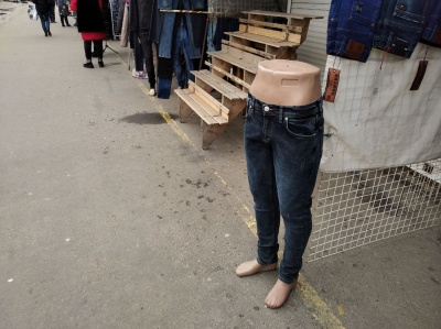 «Валь, глянь, мєнтів нема?»: де у Чернівцях можна закупитися на весну