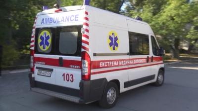Ремонтував фуру і впав із неї: на Буковині травмувався 69-річний чоловік