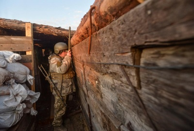 """На Донбасі бойовики п'ять разів порушували """"тишу"""", поранено одного українського військового"""