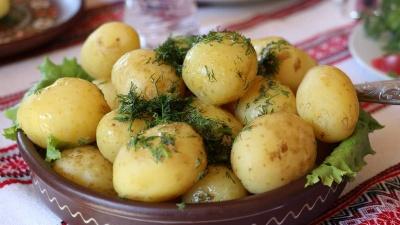Молода картопля вийшла на українські ринки: скільки будемо платити