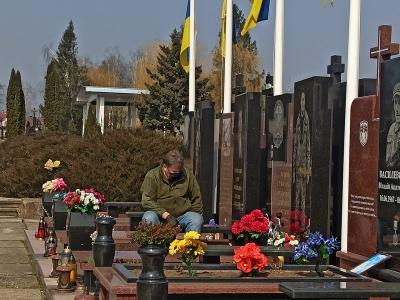 Фото батька двох загиблих на фронті бійців з Чернівців зворушило українців