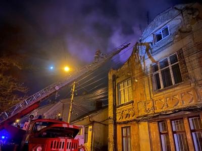 Нічна пожежа в центрі Чернівців: рятувальники повідомили подробиці