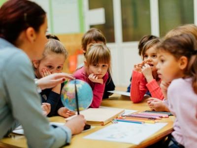 У МОН розповіли, чи можуть школярі навчатися влітку