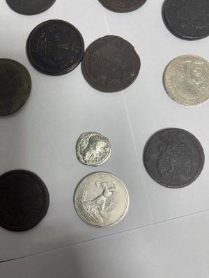 З Буковини намагалися вивезти старовинні монети