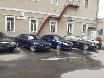 Ратуша оголосила розпродаж автівок: машину мера Чернівців віддадуть за 102 тис грн