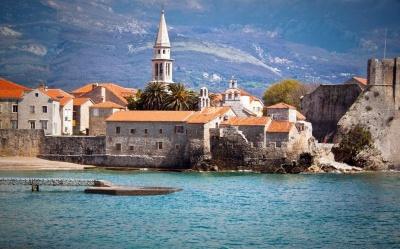 Чорногорія скасовує всі обмеження для туристів з України