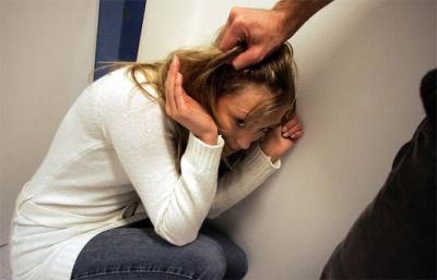 На Буковині суд призначив пів року арешту батькові-тирану за психологічне насильство над донькою