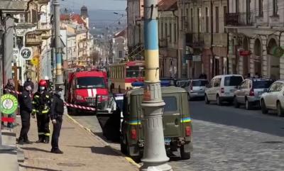 У центрі Чернівців виявили підозрілий предмет: перекрито вулицю Головну