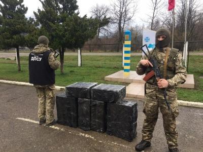 На Буковині прикордонники вилучили ще дві партії цигарок, які намагались незаконно переправити до Румунії