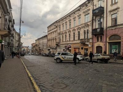 Вибухівки не знайшли: у Чернівцях відновили рух на вулиці Головній