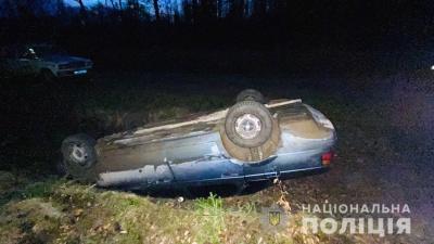 ДТП із потерпілими на Буковині: п'яний водій на автівці перекинувся в кювет
