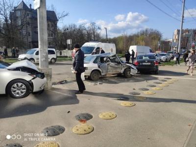 У Чернівцях через потрійну ДТП на вулиці Воробкевича ускладнено проїзд