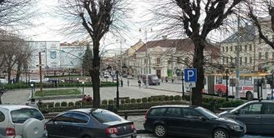 Перенести парковки та фонтан: у міськраді розповіли, як хочуть змінити Центральну площу Чернівців