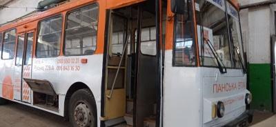 Не працював, а зарплату отримував: відкрили кримінальні провадження після перевірки у тролейбусному управлінні Чернівців