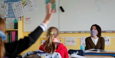 «Сидять у куртках»: чому більшість шкіл Чернівців ще не виходить на очне навчання