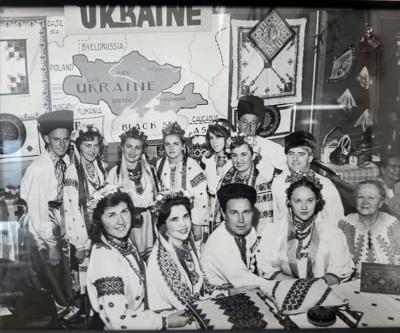 У мережі випливло фото діаспори в США з історичною картою України