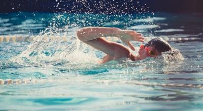 Понад 20 дітей отруїлися хлором у басейні