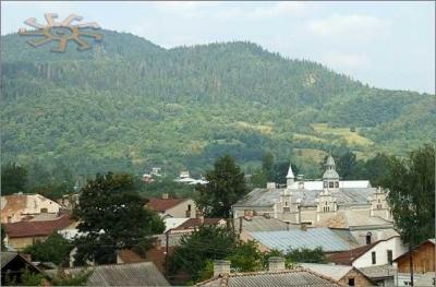 """Невідома Буковина: яке місто називають """"воротами"""" у Карпати"""