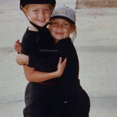 Дві моделі у дитинстві: Белла Хадід показала рідкісні знімки зі старшою сестрою Джіджі - фото